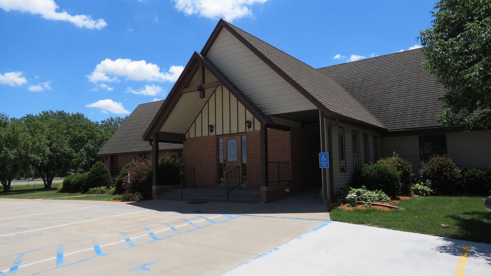 exterior-1-grace-evangelical-lutheran-oskaloosa.jpg