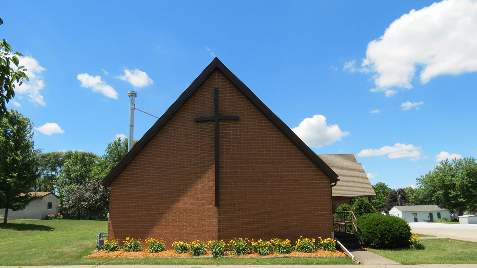 exterior-4-grace-evangelical-lutheran-oskaloosa.jpg
