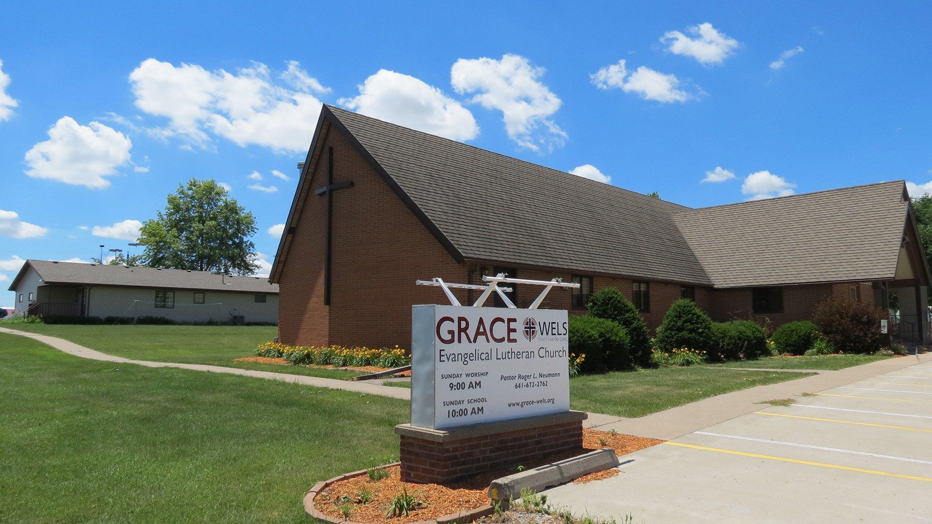 exterior-5-grace-evangelical-lutheran-oskaloosa.jpg